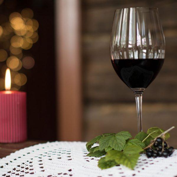 Viinitilalla voit nauttia luomuviiniä.