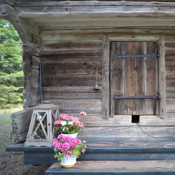 Hääyö romanttisessa Ruusukamarissa tai Morsiusaitassa - maaseutuhotellin majoitus Himos-matkaajalle, hääparille, sinulle!